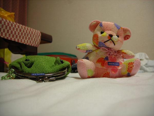 我超愛的青蛙和小熊>/////////<