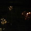 座位旁邊的水上蠟燭