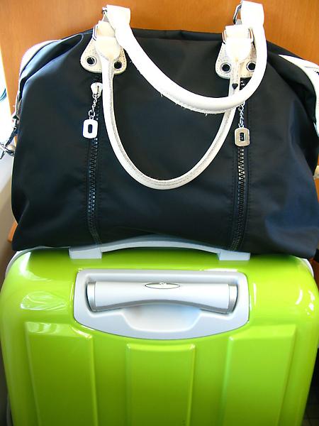 行李可以放腳前面XD