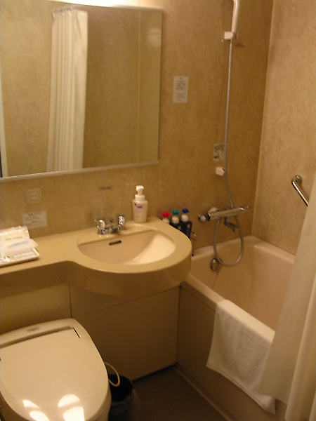 浴室還是一樣小
