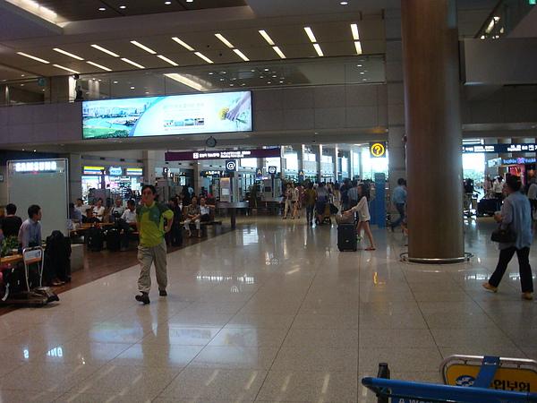仁川機場,行李真的馬上到了@@