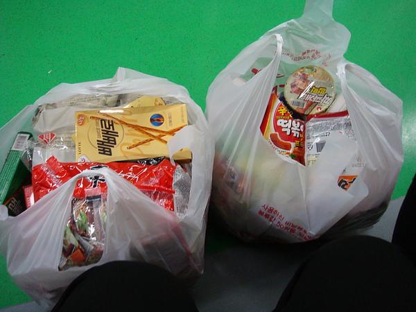 買了兩大袋  超重..