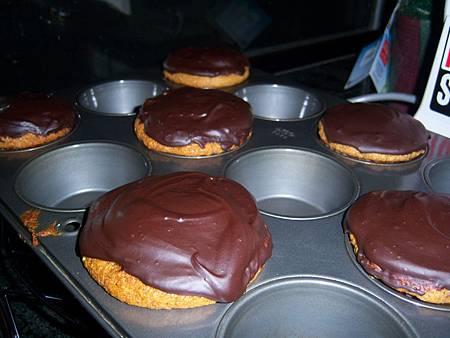 Jan162012 banana cupcake with chocolate icing