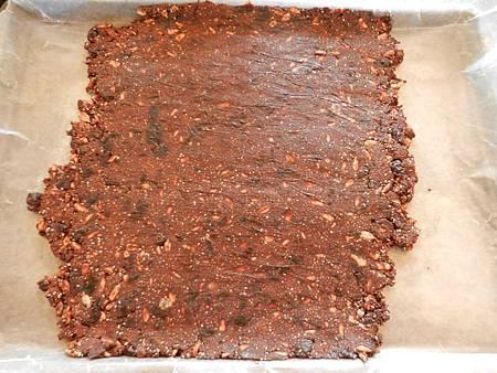 Sep062012 chia seed energy bar 奇異籽能量, 攤平後