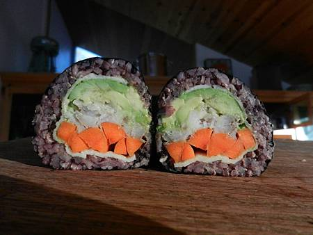 Sep242012 brown-black rice sushi 糙米-黑米壽司