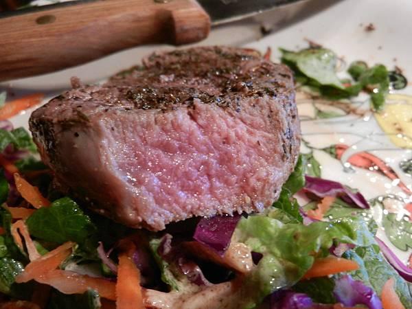 Feb142013 Elk backstrap(loin) steak 麋鹿腰肉排嫩啊