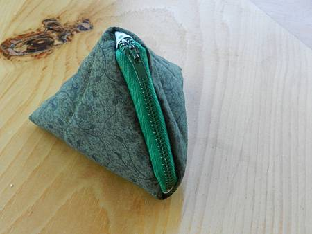 Jun012014 Triangle Coin Purse With Zipper