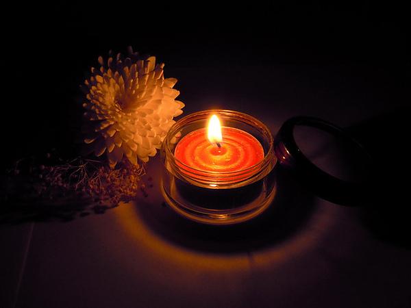 紅色鐵殼蠟燭