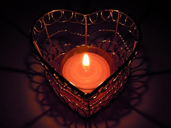 透明殼粉紅蠟燭