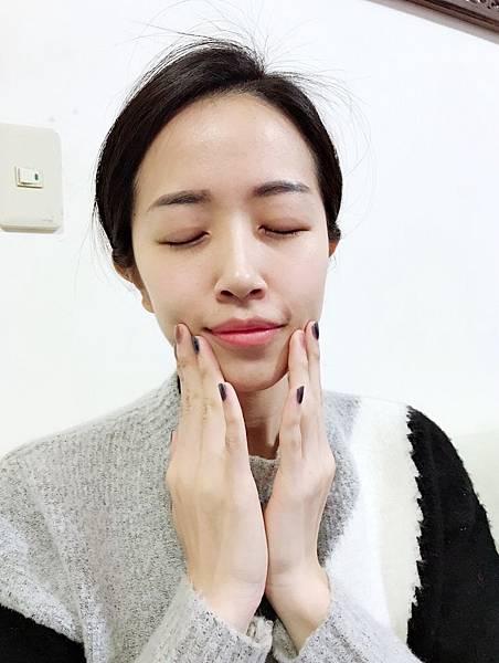 玫瑰水淡斑精華_171221_0009.jpg