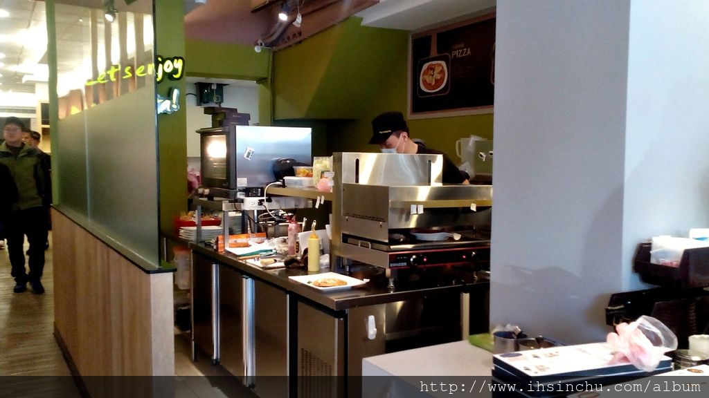 Nu Pasta義大利餐廳道地平價,一般其他義大利餐廳的 一份餐點起跳價格可能是200元,在Nu Pasta只要100多元就可以享受一頓豐盛的義大利麵好吃美食了,在新竹這種平價義大利麵餐廳真不多。