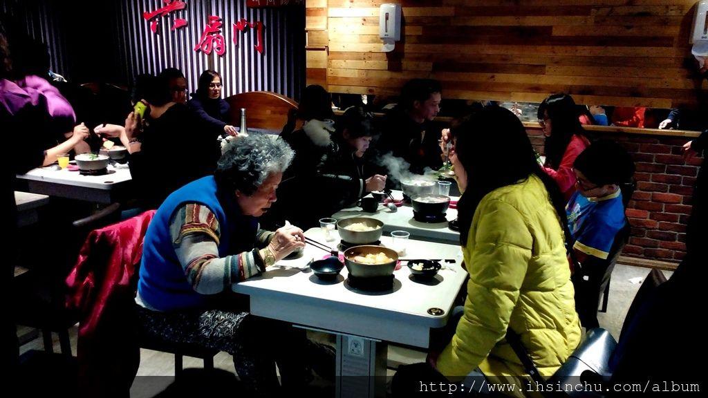 六扇門新竹平價小火鍋-想找新竹小火鍋吃到飽的地方嗎?推薦來六扇門小火鍋可以吃白飯爆米花冰淇淋吃到飽喔