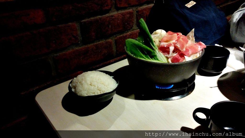 新竹平價小火鍋-想找新竹小火鍋吃到飽的地方嗎?推薦來六扇門小火鍋可以吃白飯爆米花冰淇淋吃到飽喔