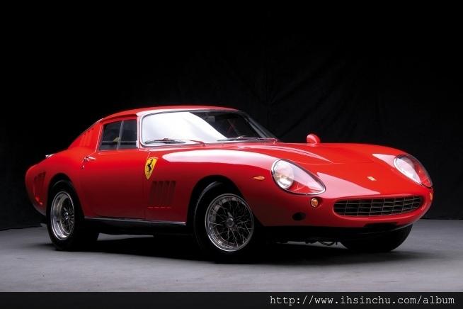 1967款法拉利(Ferrari)275GTB/4*S NART Spider在加州舉行的Pebble Beach古董車大展中,以2750萬元的驚人成交價格出售
