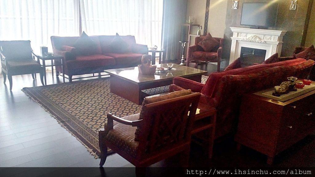 總統套房超級氣派寬敞的大客廳