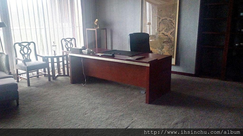 阿里山賓館總統套房還備有寬廣的總裁辦公室
