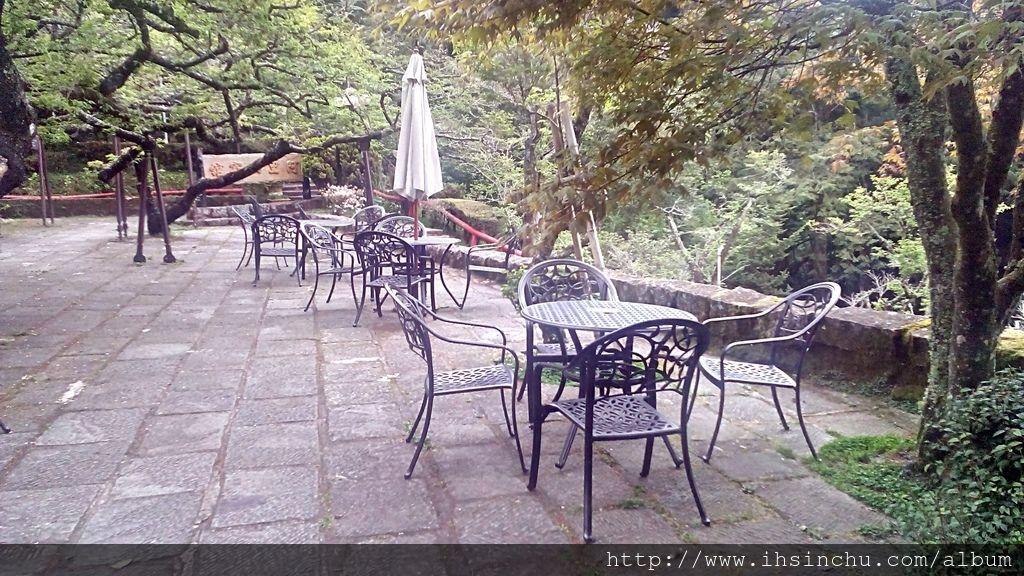 阿里山賓館歷史館門口前還有非常棒的露天咖啡座,叫做松庭露天咖啡