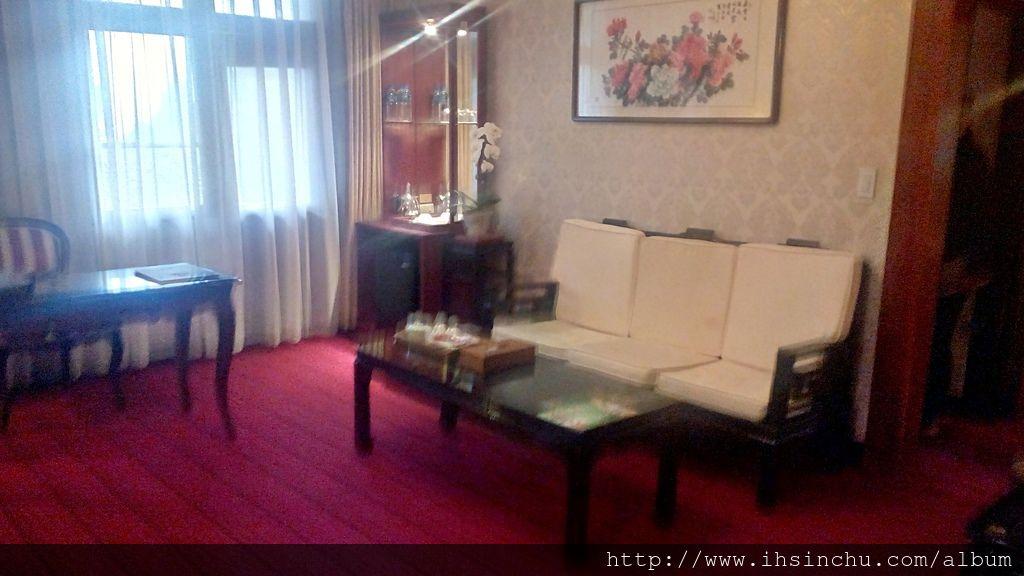 歷史館總統套房的客廳,約略只有十坪大小!