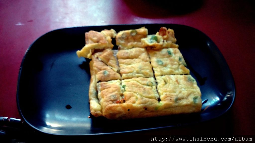 新竹欣園早點另一項必點的蘿蔔糕包蛋也是不錯吃。