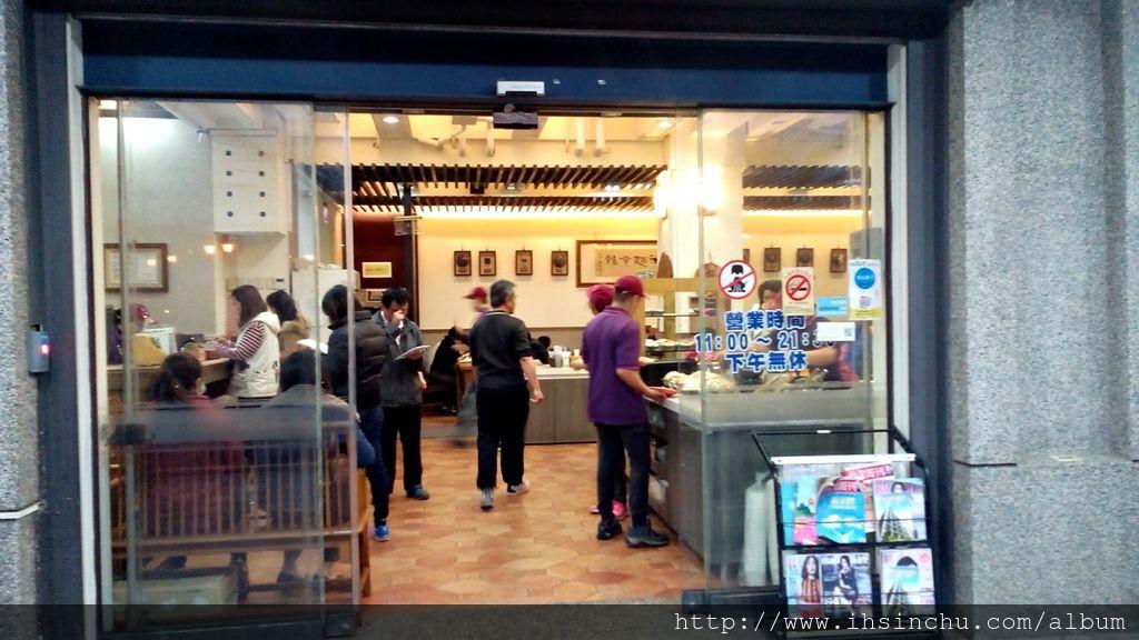 竹北十一街麵食館有道地的山東大滷麵、麵疙瘩、眷村雙醬麵、蘭州大麵、手桿麵、牛肉麵、牛肉捲餅、蔥油餅、小米粥等道地山東美食-這是一家新竹人推薦新竹美食好吃餐廳喔