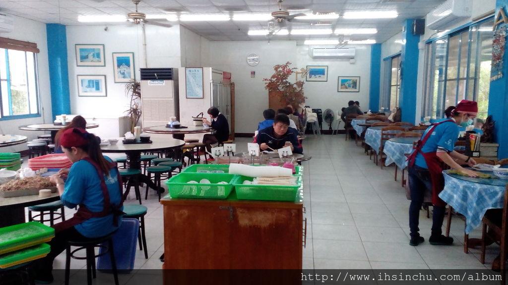 竹東號稱有三大美食餐廳,其中之一就是包SIR水餃,另外兩家分別是竹東排骨酥麵及竹東莊記牛肉麵,這三家都推薦入選為新竹美食餐廳之一