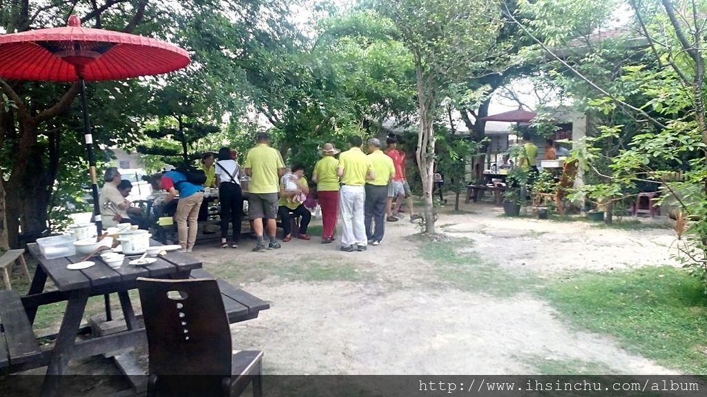 薪石窯柴燒麵包窯烤鳳梨酥庭園餐廳受到非常多網友肯定,當然也入選新竹最佳特色美食餐廳前50名