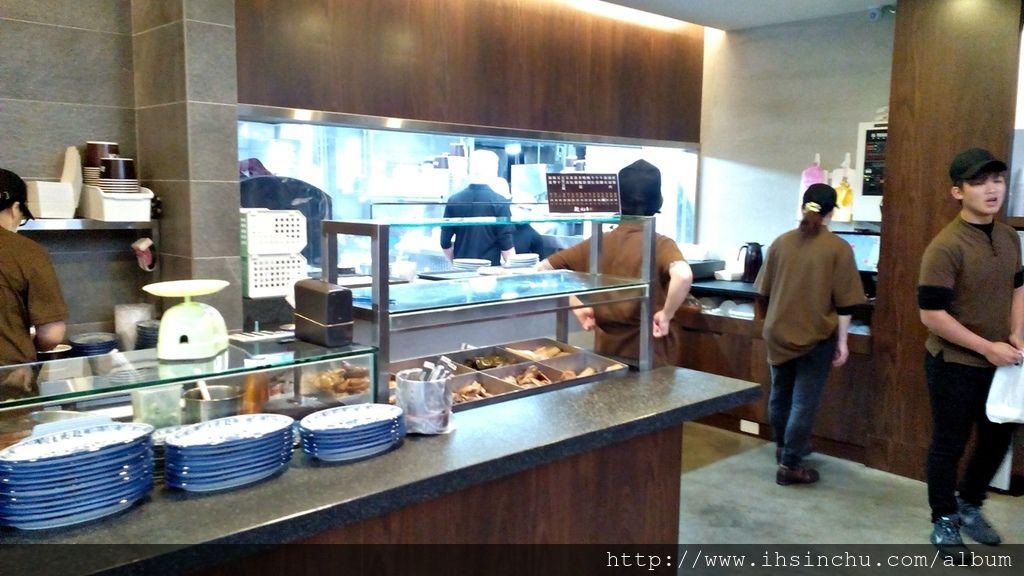 段純貞牛肉麵店內小菜也是便宜又好吃,吃牛肉麵一定要配小菜啦。