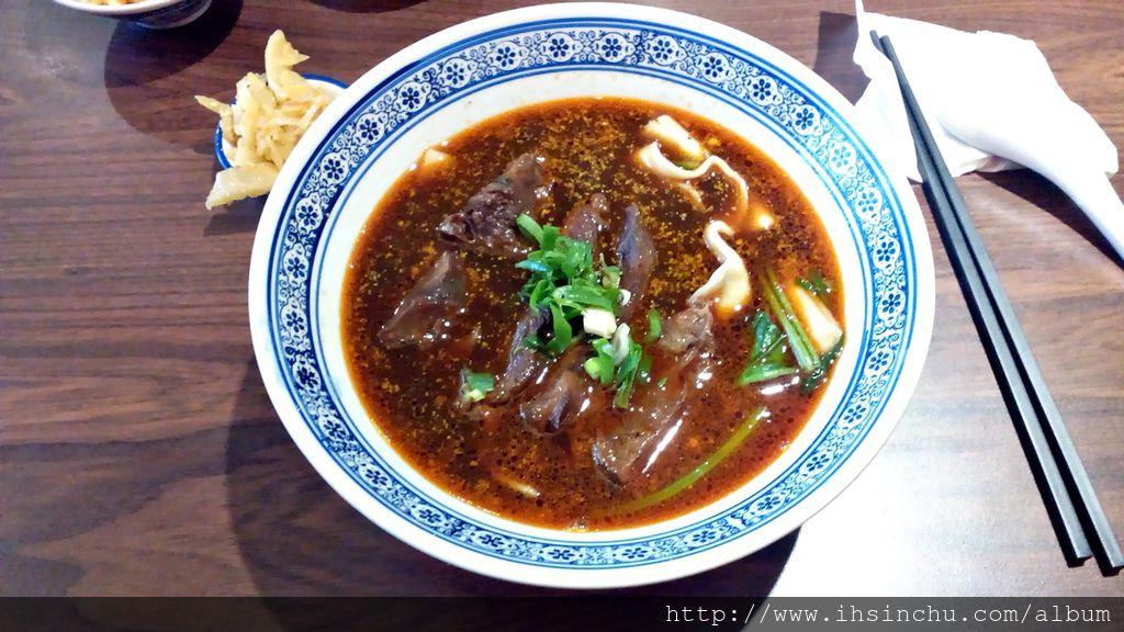 來到新竹如果沒到段純真牛肉麵吃一碗軟Q入口即化的牛肉麵,那可是人生一大遺憾喔