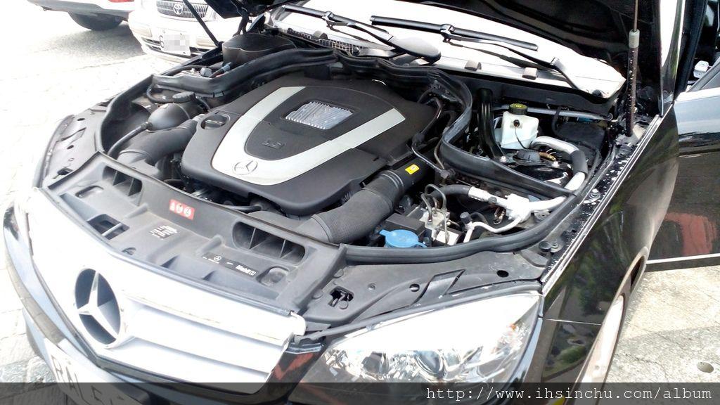 新竹賓士BMW寶馬維修保養廠推薦泳輪汽車修理廠,這台外匯車賓士C300 AMG開了五年,里程數也接近10萬公里,都是在泳倫做保養維修,希望再開兩年要換新車了,新竹汽車保養廠推薦這家評價不錯的賓士保養廠,泳輪汽車評價不錯喔!