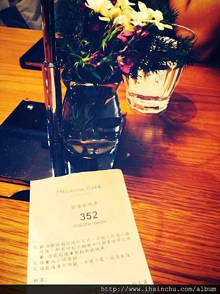 台北人氣下午茶甜點推薦-米朗琪咖啡,位在信義新光三越A11-B1的MELANGE CAFE-米朗琪咖啡,獲選2016全台十大人氣收藏餐廳,信義新光店是米朗琪咖啡用餐座位最多的分店,也是台北必吃鬆餅排隊名店喔,吃到好吃的當然要推薦給大家!!