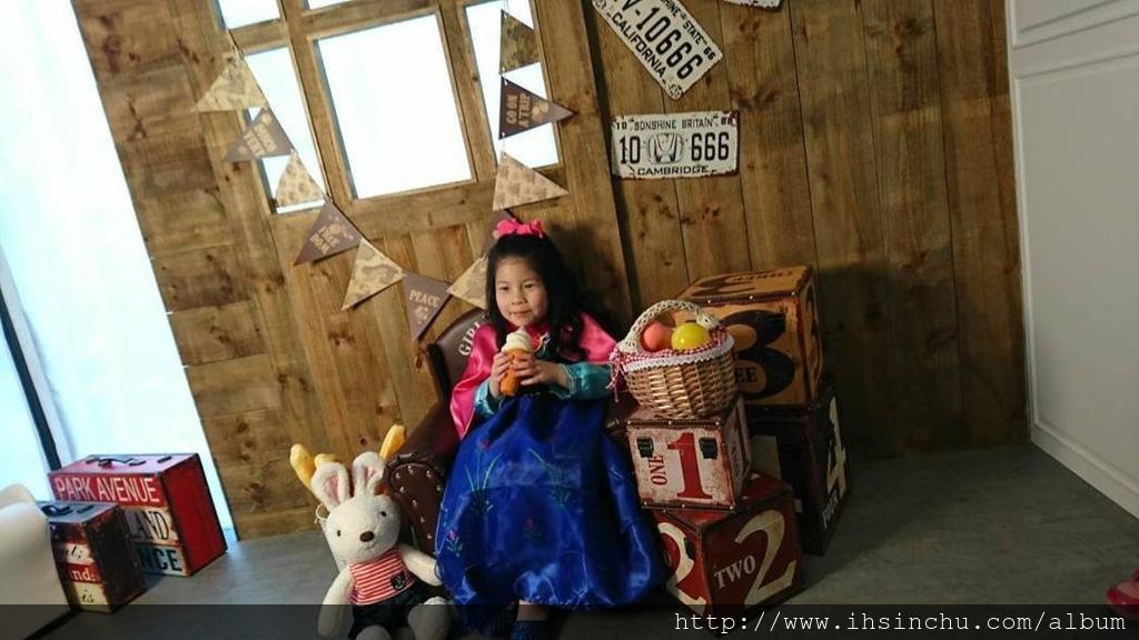 2017年心路基金會新竹區有8位早期療育兒童畢業進入小學或一般幼兒園,邁開人生的另一段旅程之際,新竹京華婚紗公司邀請孩子們來到兒童創意寫真館來個畢業小旅行,免費為孩子們拍攝獨一無二的畢業沙龍照,作為新旅程的紀念與祝福!