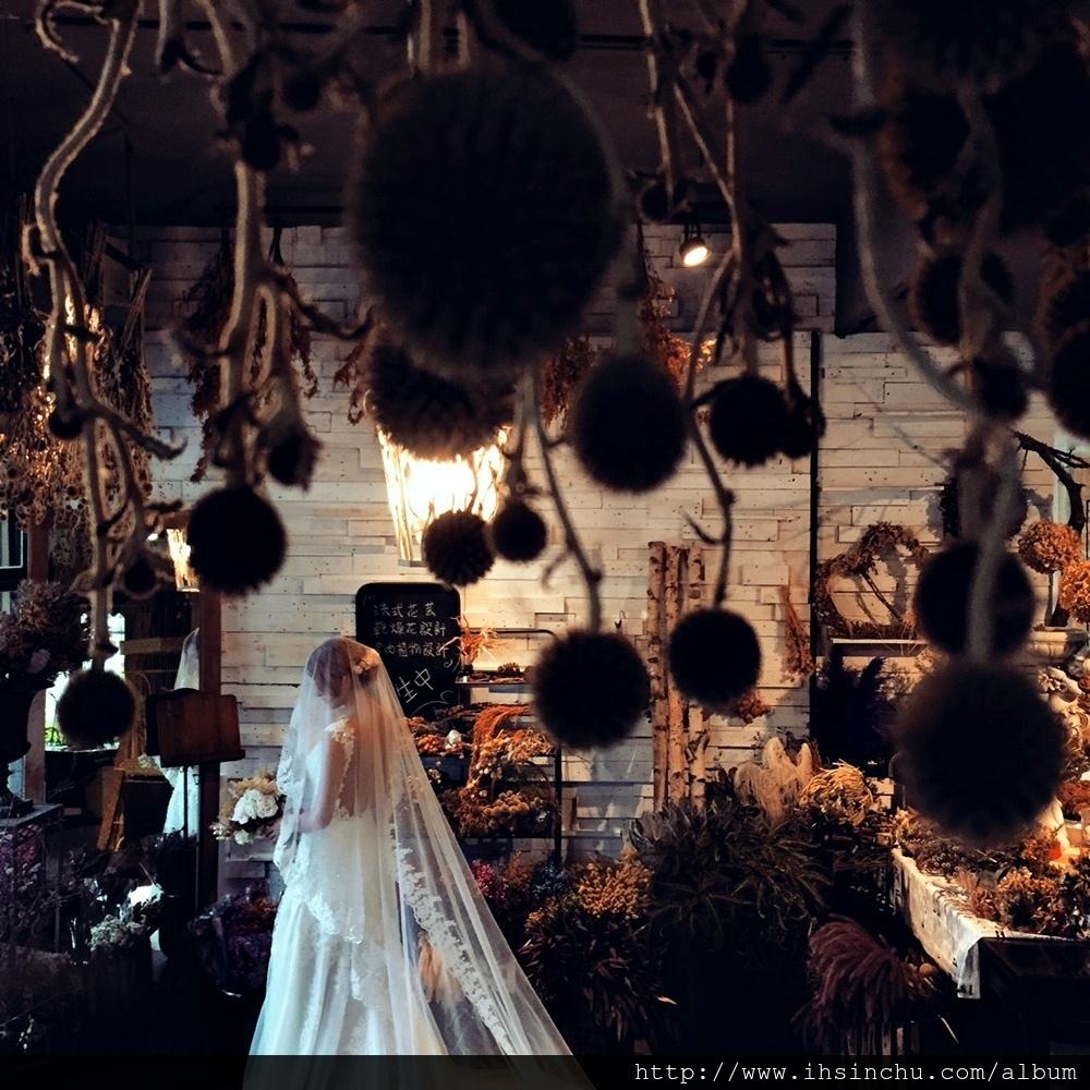 新竹結婚拍攝婚紗照要到哪家婚紗公司或工作室(WEDDING STUDIO)拍攝? 比較網路評價,各家新竹婚紗公司及工作室都有網友推薦,少數有一些負面評價 拍婚紗包套價格費用及內容各有差異,這裡收集相關資料提供參考