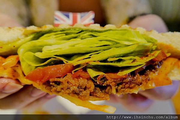 墨西哥牛肉帕尼尼$NT210  裡面有滿滿生菜/番茄和充滿墨西哥肉醬製成的牛肉餡料
