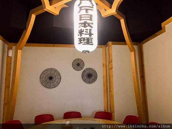餐廳也有獨立包廂和另一區可以舉辦3~5桌的小型宴客區  包廂中也是舒適寬敞~隱密性不錯!