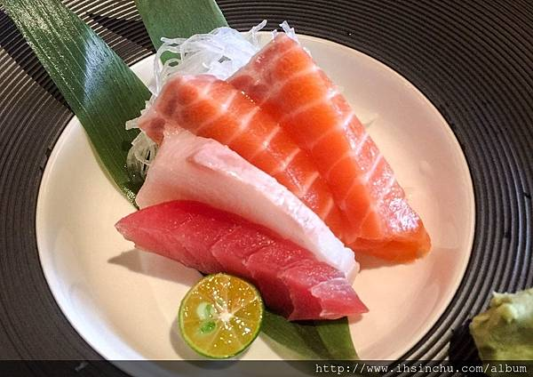 ▲套餐:綜合刺身皿  超愛吃生魚片的我們看到它上桌都心歡喜阿~~~