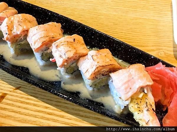 ▲炙燒鮭魚蝦壽司(8貫)$NT260  這道炙燒鮭魚蝦壽司,是最令我驚豔並且回味無窮的一道~~~