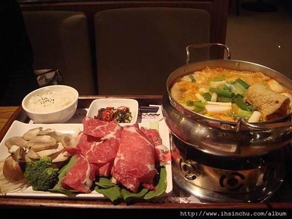 韓式泡菜牛小排火鍋$280