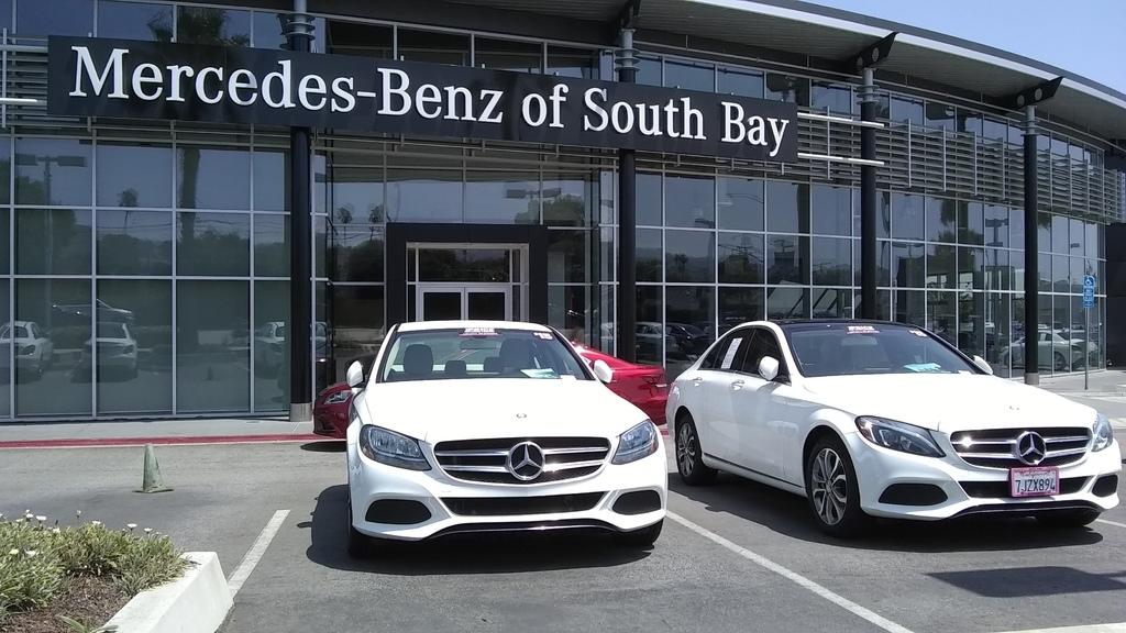 個人非常推薦這家美國賓士原廠Mercedes-benz of SouthBay外匯車商,服務好,價格合哩,車況品質都沒話說,直得推薦給大家,除了這家車商之外,另外還比較了其他車商也都不錯,例如House of Import, Mercedes-benz of long beach, Mercedes-benz of Stevens Creek, Mercedes-benz of San Jose等都是台灣外匯車商常去跟這些原廠從美國買車運回台灣,mobile01及ptt網友也有推薦這些貿易車商