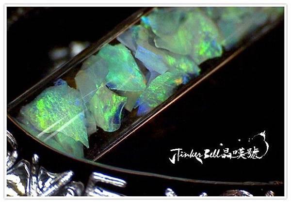 變彩蛋白石OPAL像夜空中飛舞的螢火蟲(夜晚近拍)
