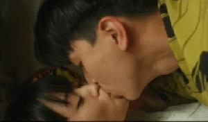 前田敦子舌吻