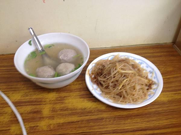 城隍廟的新竹米粉跟貢丸