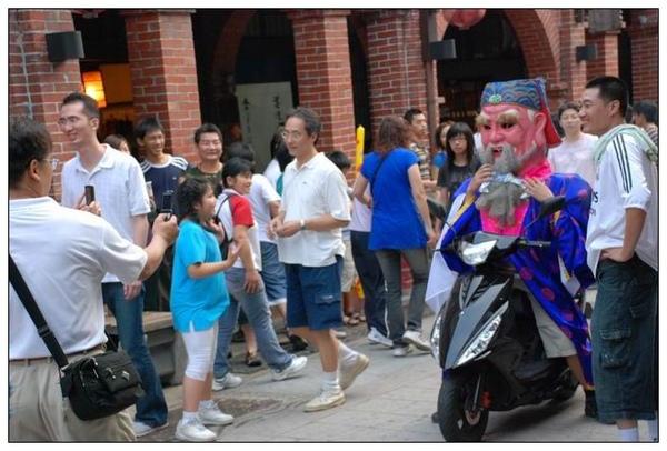 土地公騎moto遊老街