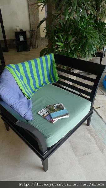 一本書、一張躺椅、一個下午