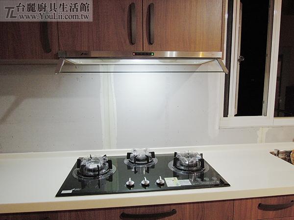 廚具案例分享-隱藏式排油煙機+三口玻璃檯面瓦斯爐