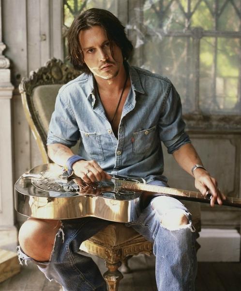 Johnny-Depp-johnny-depp-7094789-829-999.jpg