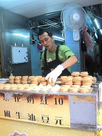 光華商場美食-爆漿紅豆餅_9880.JPG