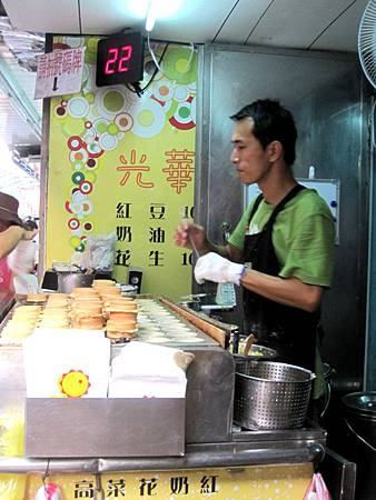 光華商場美食-爆漿紅豆餅_9883.JPG