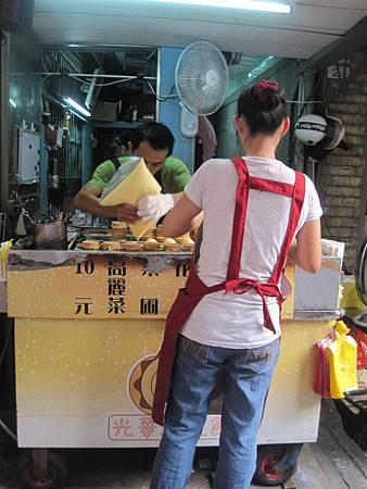 光華商場美食-爆漿紅豆餅_9878.JPG