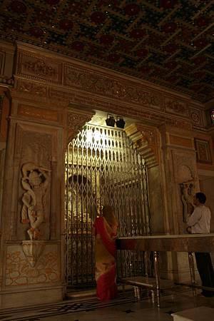 印度景點-加爾各答-耆那教寺廟_f550.jpg