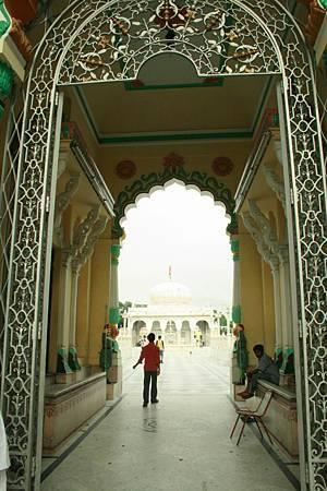 印度景點-加爾各答-耆那教寺廟_f580.jpg